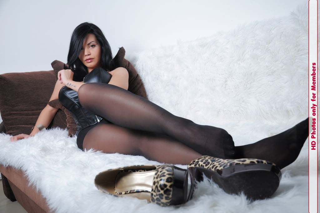 Princess Cleo outstanding pantyhose dream girl expose her nylon clad feet